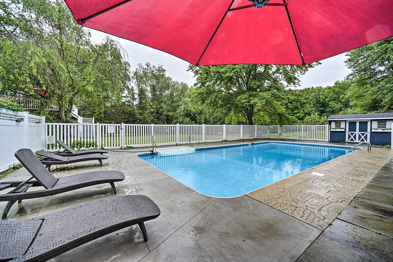 NEW! Peaceful Getaway w/ Pool, 14 Mi to Rhinebeck!, holiday rental in Ancram