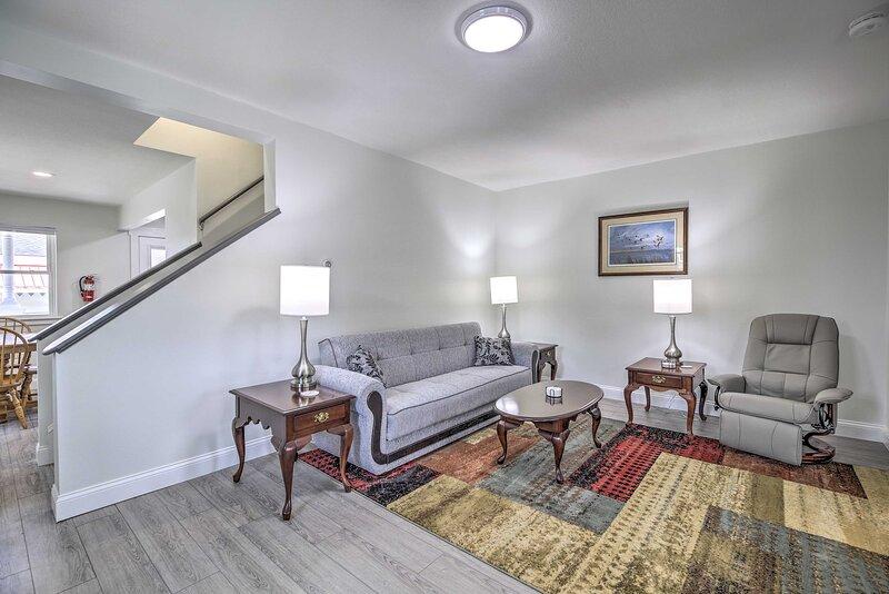 NEW! Winooski Main Street Apt w/ Updated Interior!, alquiler de vacaciones en Hinesburg