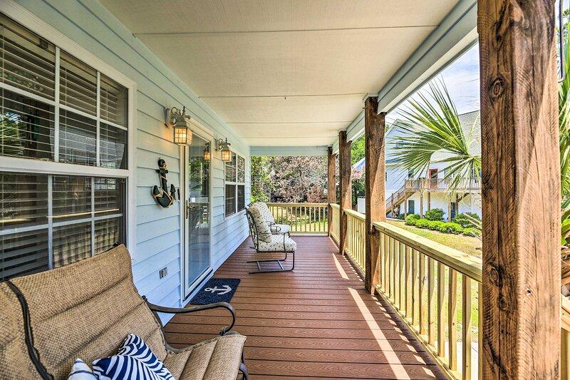 NEW! Bright Home w/ Patio & Yard, Walk to Beach!, vacation rental in Swansboro