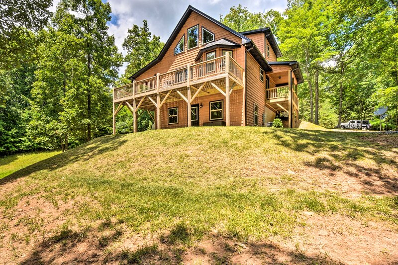 NEW! Serene Mountain Cabin: Hike, Raft + Sightsee!, holiday rental in Culberson