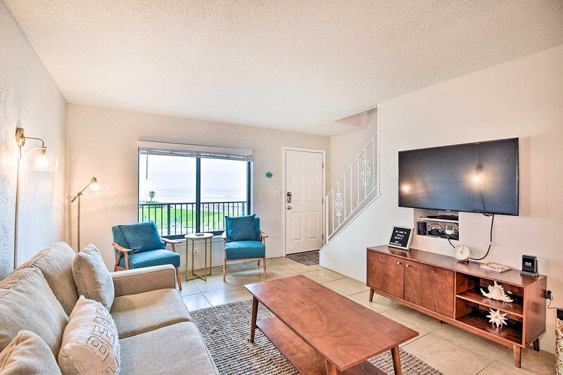 NEW! Oceanfront Daytona Beach Condo w/ Shared Pool, alquiler de vacaciones en Holly Hill