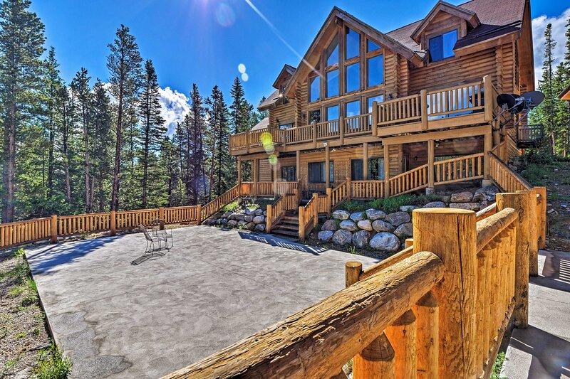 Expansive Alma Cabin w/ Spectacular Mountain Views, alquiler de vacaciones en Fairplay