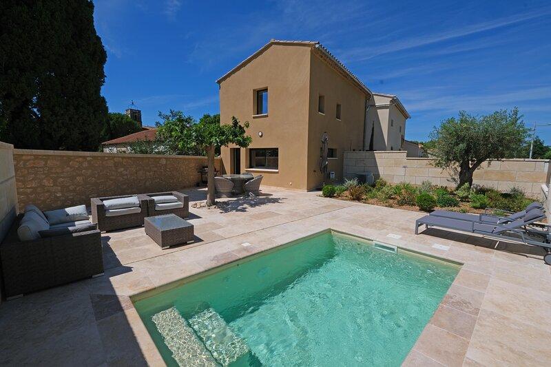 LS1-381-VIRGINIA Agréable location pour 4 personnes avec piscine privée, location de vacances à Maussane-les-Alpilles