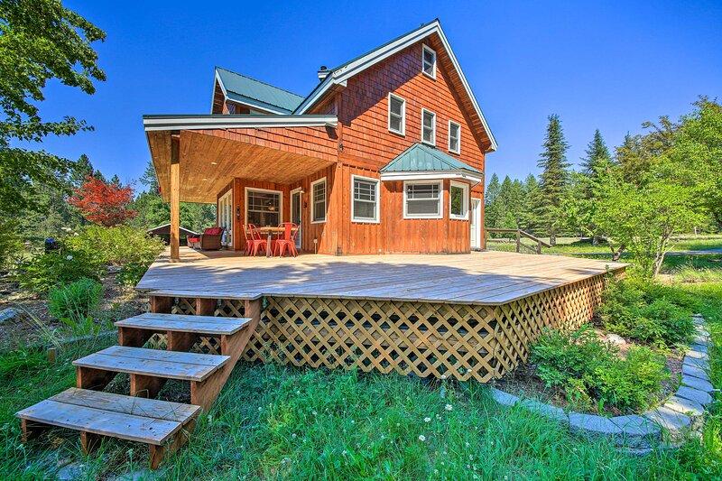 NEW! Serene Retreat w/ Deck: Near Lake + Boat Ramp, location de vacances à Cocolalla