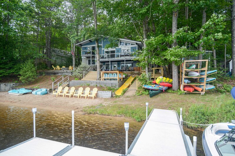 NEW! Dreamy Lakefront Getaway with Beach & Hot Tub, holiday rental in Ossipee