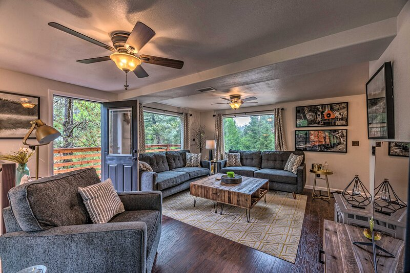 Modern Home w/ Decks < 3 Miles to Ski Cloudcroft, holiday rental in Cloudcroft