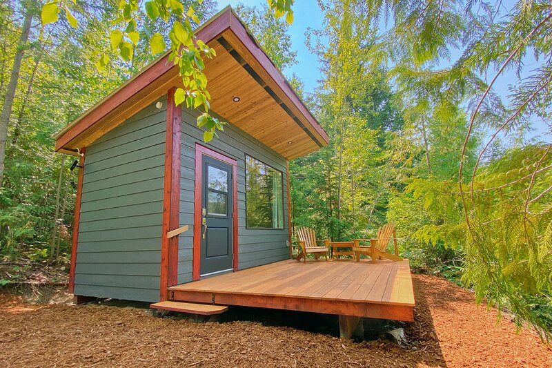 The Thimbleberry Micro-Cabin, alquiler de vacaciones en Scotch Creek