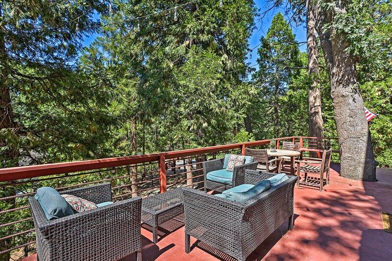 Expansive Retreat w/ Deck, Game Room & Lake Views!, holiday rental in Cedar Glen