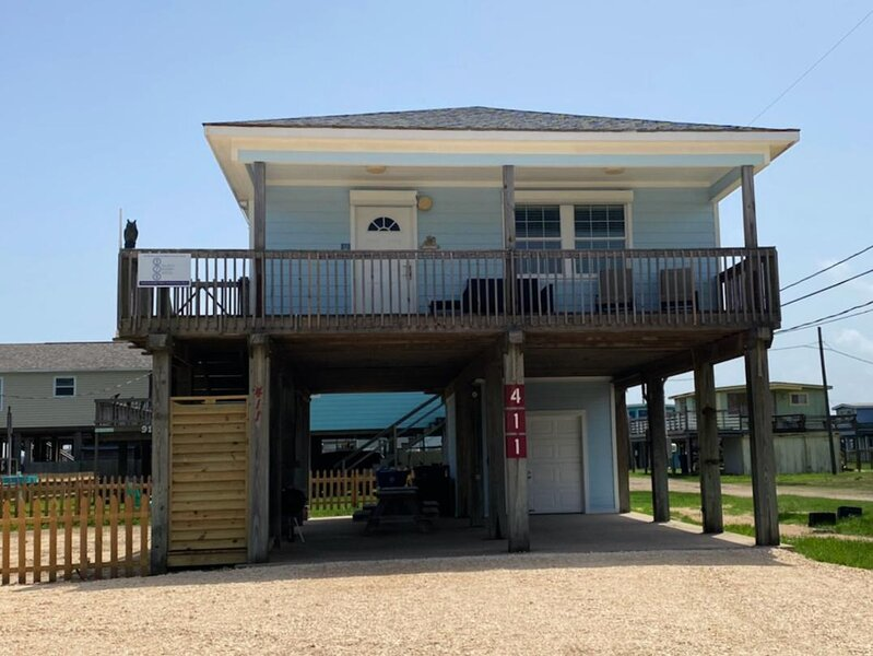 Coconut Cottage - Huge Yard,  Outdoor Shower, Island Breezes From Deck!, Ferienwohnung in Brazoria
