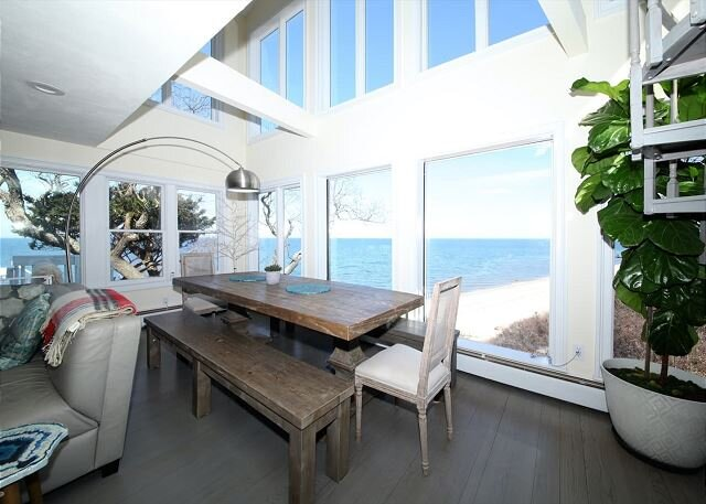 Amazing Home w/ Private Beach North Fork Vineyards 1.5hr to NYC (Casa Playa), alquiler vacacional en Port Jefferson