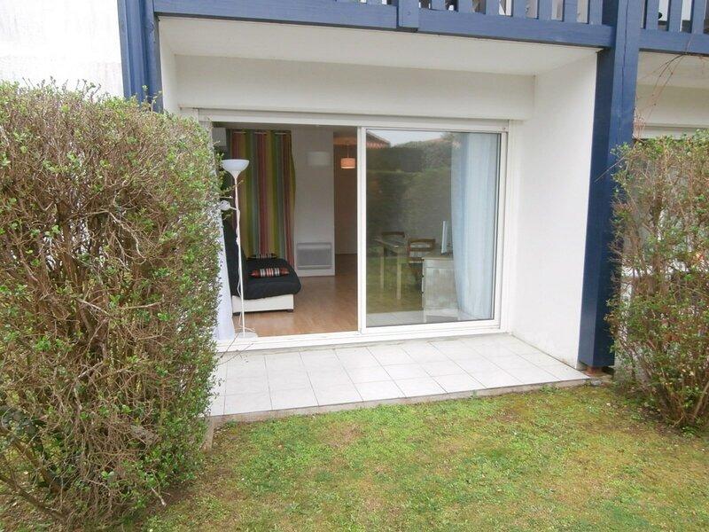 Joli studio à proximité des commerces, holiday rental in Villefranque