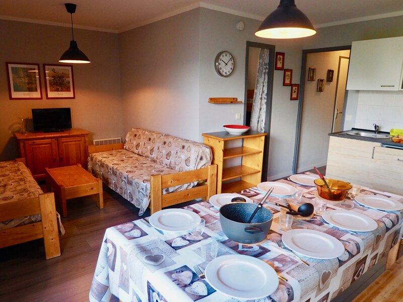 bel appartement 8 personnes rénové centre station, location de vacances à Saint-André