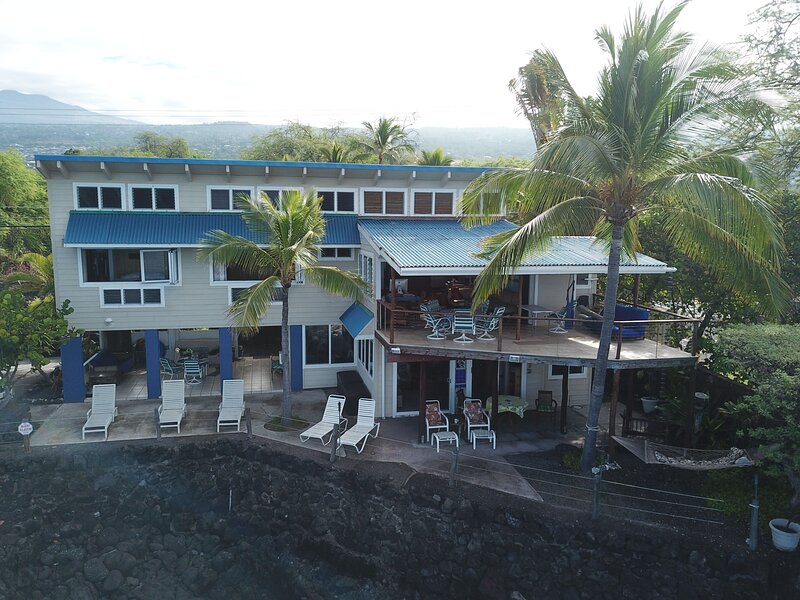Amazing Kona Oceanfront Private Home, 2 Bedroom + bonus room, 3 bath, sleeps 8, vakantiewoning in Kailua-Kona