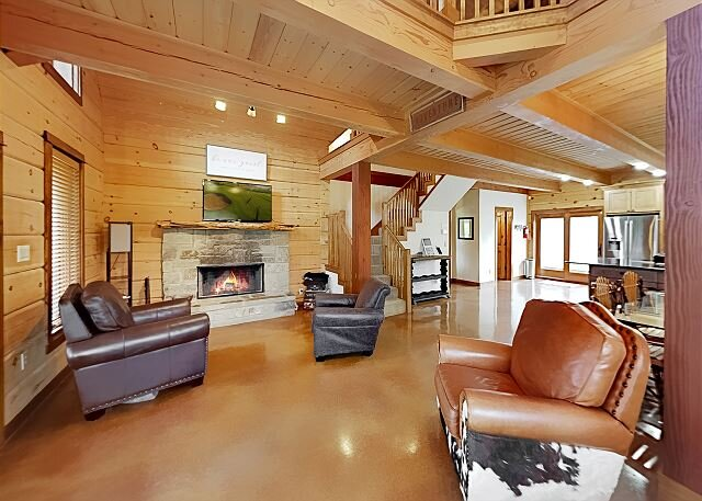 Luxe Lake Living with Bonus Bunk Area | Private Boat Parking | 5 Mins to Lake, holiday rental in Spring Branch