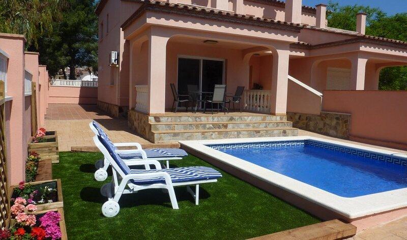 FANTASTICA VILLA MIAMI-PLAYA+PISCINA PRIVADA,  10 personas, holiday rental in Falset
