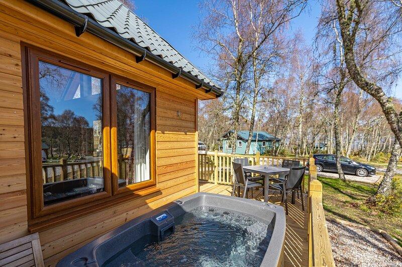 Thistle Lodge 21 with Hot Tub, aluguéis de temporada em Lochend