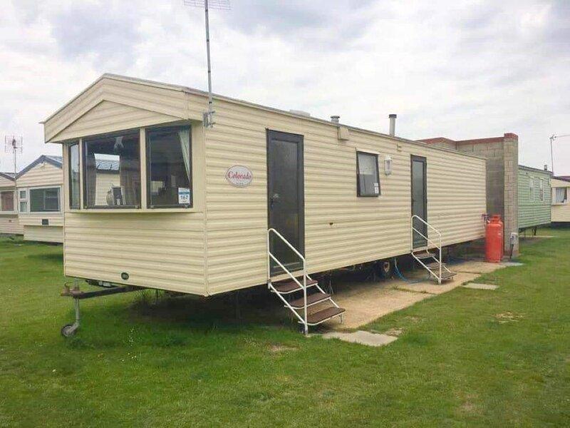 Brilliant 8 berth caravan at Naze Marine Holiday Park in Essex ref 17167P – semesterbostad i Walton-on-the-Naze