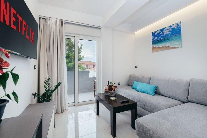 Antonia 1-Bedroom Apartment - Corner45 Apartments, holiday rental in Kalamaki