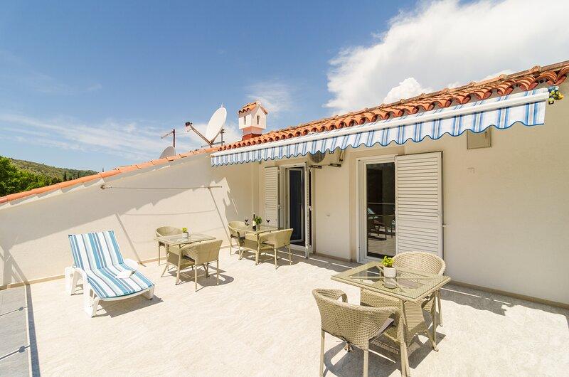 Apartments & Rooms Barišić - Double Room with Patio, location de vacances à Kupari