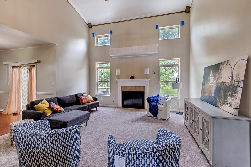 Incredibly Spacious Carmel Home with Fully Equipped Kitchen - 4700 Sq Ft, holiday rental in Carmel