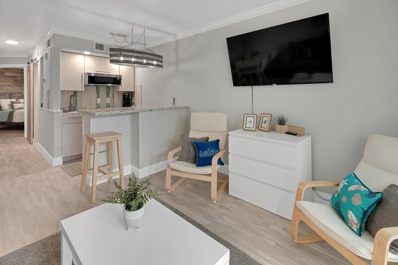 'Flooring','Furniture','Hardwood','Living Room','Room'