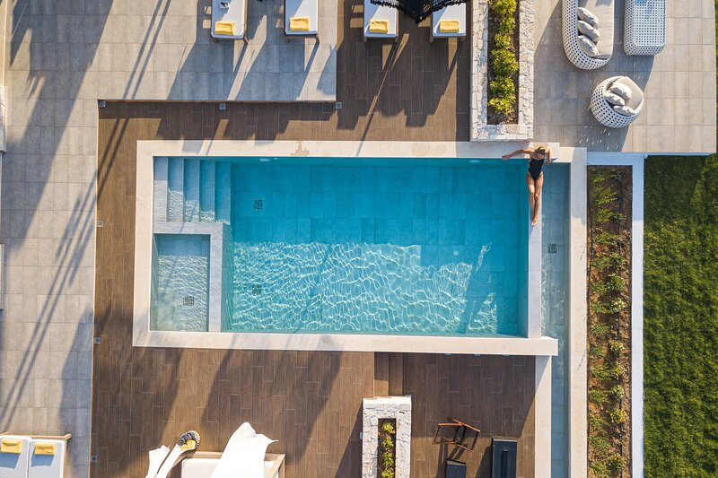 Oneiric Luxury Villa III, holiday rental in Atsipopoulo