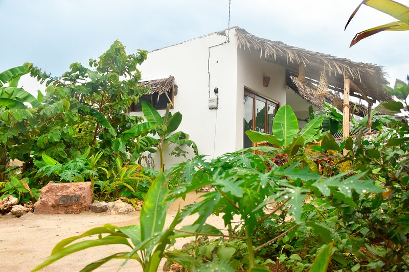*NEW* Beautiful 2-Bdr Villa + Chef, Bbq area & AC, holiday rental in Nungwi