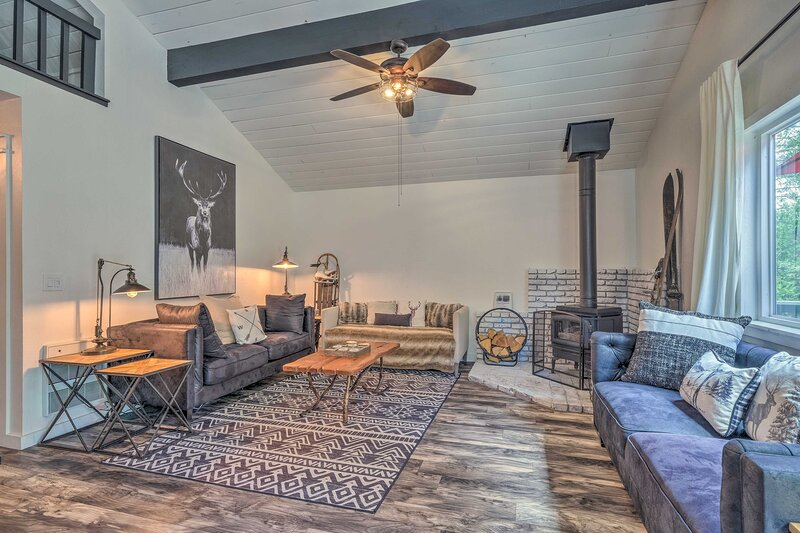 NEW! Chic & Modern Cabin Escape by Pinecrest Lake, holiday rental in Long Barn