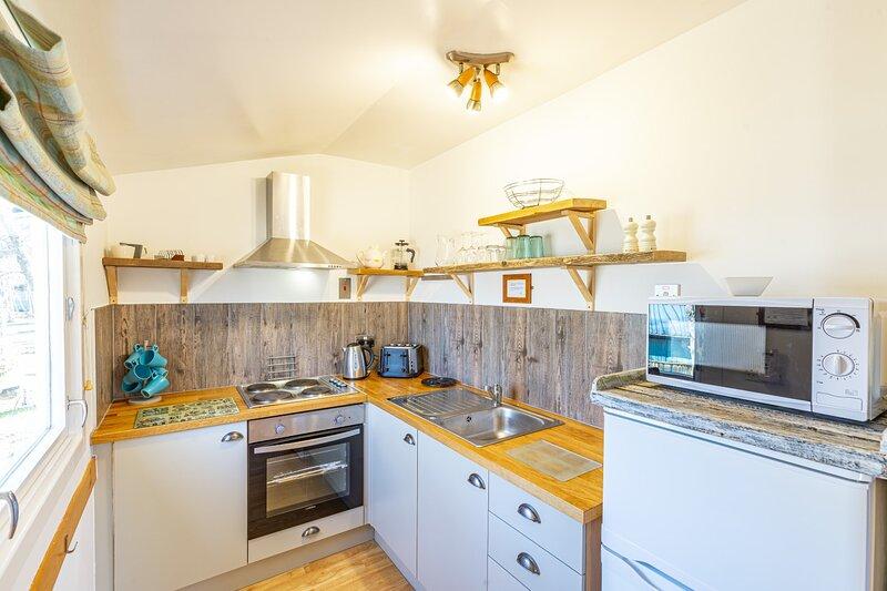 Fern Lodge 11 with Hot Tub, aluguéis de temporada em Lochend