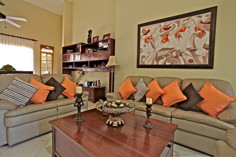 Pets-friendly villa with private pool and garden, BBQ, invite anybody anytime!, holiday rental in Perla Marina