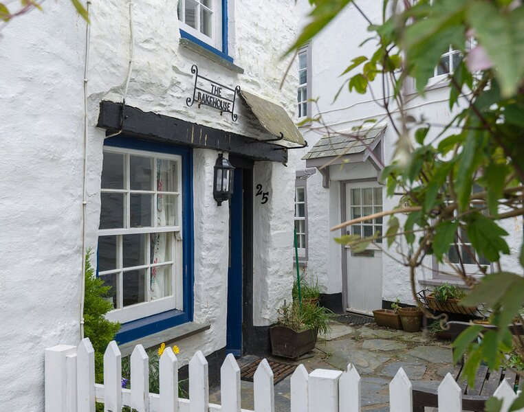 The Bakehouse, holiday rental in Trelights