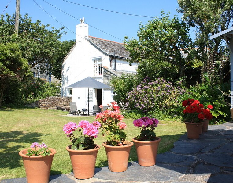 Brook Cottage, holiday rental in Trelights