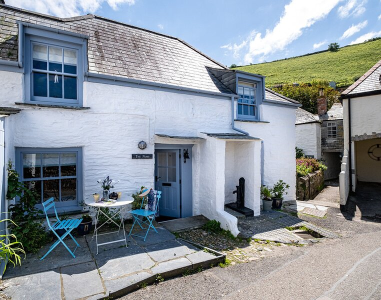 THE PUMP, Port Isaac, holiday rental in Trelights