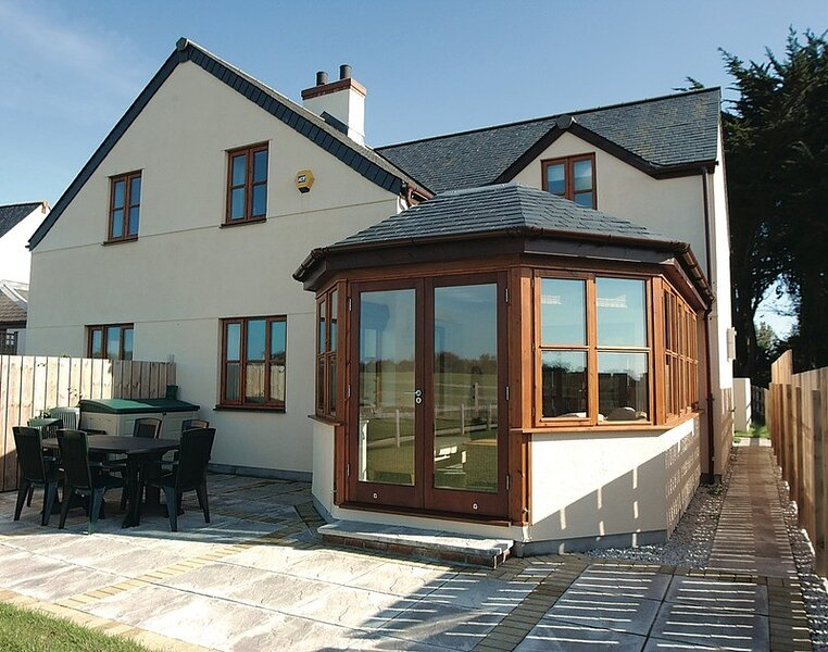 Puffin Cottage, Rock, holiday rental in Tredrizzick