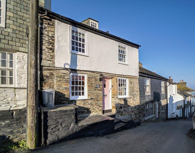 Hillside Cottage, holiday rental in Trelights