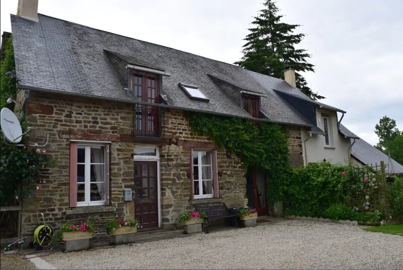 La Haute Barberie Farmhouse - Holiday with Pool, holiday rental in Le Teilleul