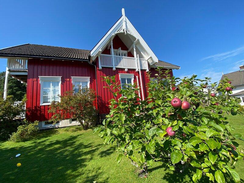 Idyllischer Hof auf der kleinen Insel Husøy, casa vacanza a Valli orientali