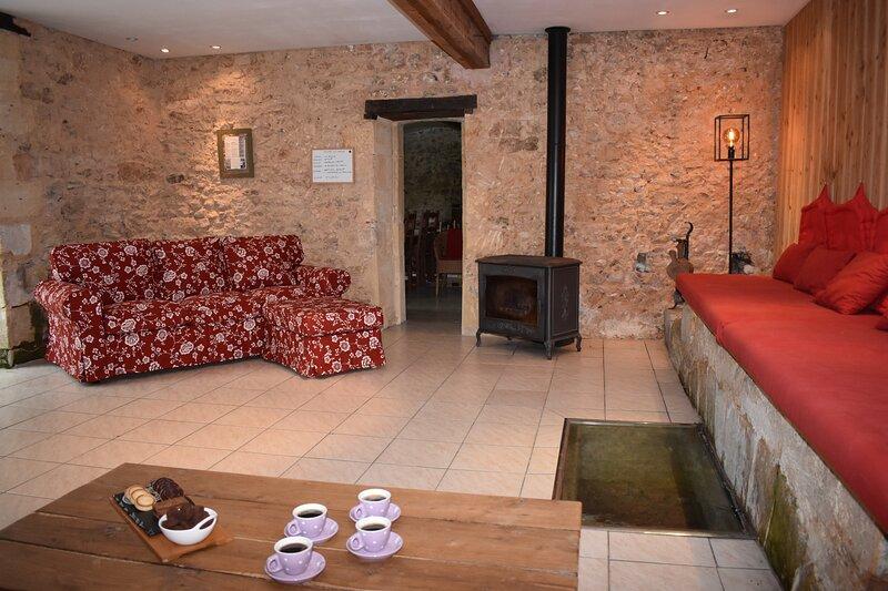 Gorgeous Watermill close to Dordogne's glorious tourist attractions. Sleeps 13, aluguéis de temporada em Sagelat
