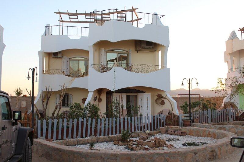 WHITE VILLA NO.5, holiday rental in Port Safaga