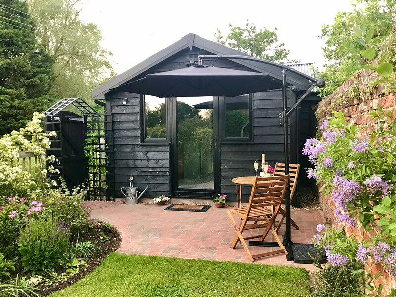 Melford Allotment Shed - Vintage Self Catering Accommodation in Suffolk, location de vacances à Clare