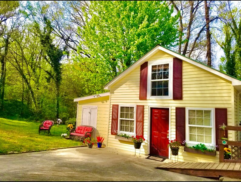 Whole Home Downtown Fort Payne, holiday rental in Fort Payne