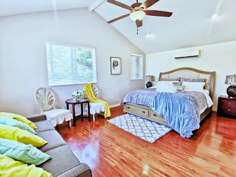 Irvine Northwood 5bedrooms luxury house walking to the pool, holiday rental in Corona