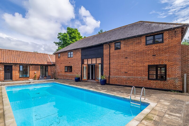 The Old Barn, holiday rental in Buxhall