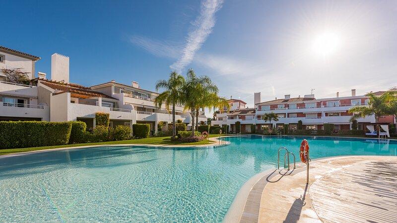 Cubo's Cortijo Del Mar Resort 4 PAX B1, holiday rental in El Paraiso