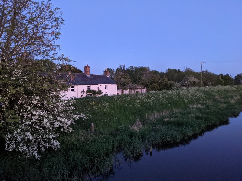 Picturesque riverside Anchor by The Ouse, casa vacanza a Pidley