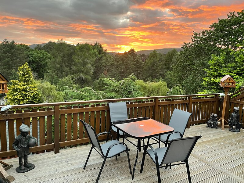 Beautiful 2 bedroom Lodge with stunning views, holiday rental in Blair Atholl