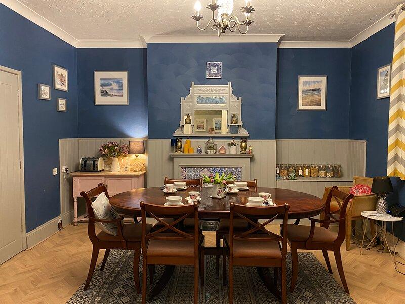 Deceptively spacious Grade II listed Townhouse, alquiler de vacaciones en Torquay