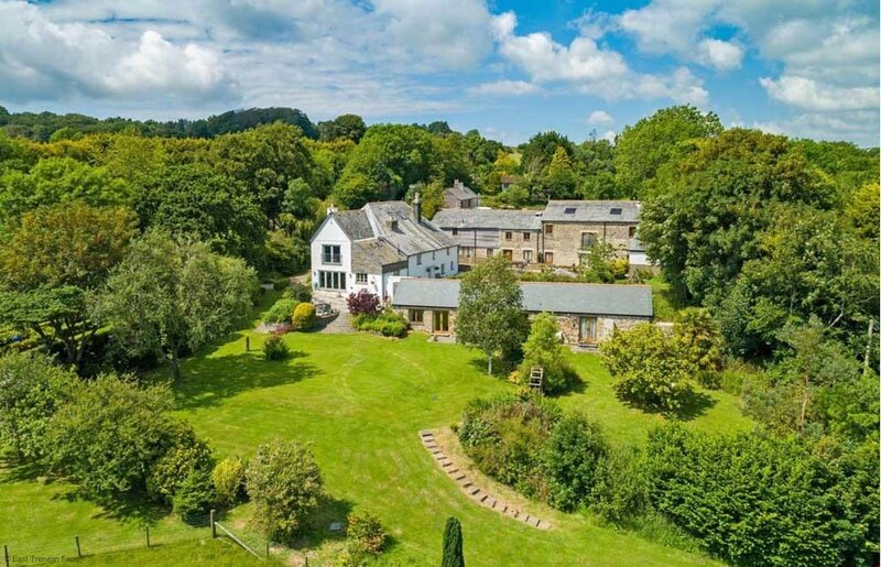 East Trenean Farm Cottages- 4 Luxury Cornish Cottages sleeping 20 with hot tubs, location de vacances à Widegates