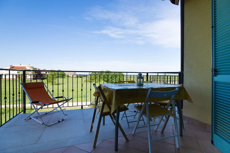 Amazing Sea View, Pool And Tenis Court Just Relax, holiday rental in Rosini