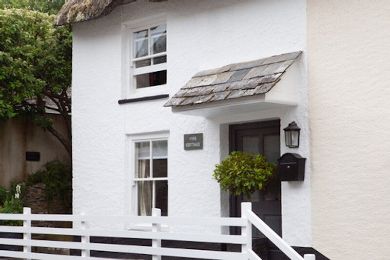 Luxurious thatched cottage in the lovely coastal village of Thurlestone, S.Devon, casa vacanza a South Milton